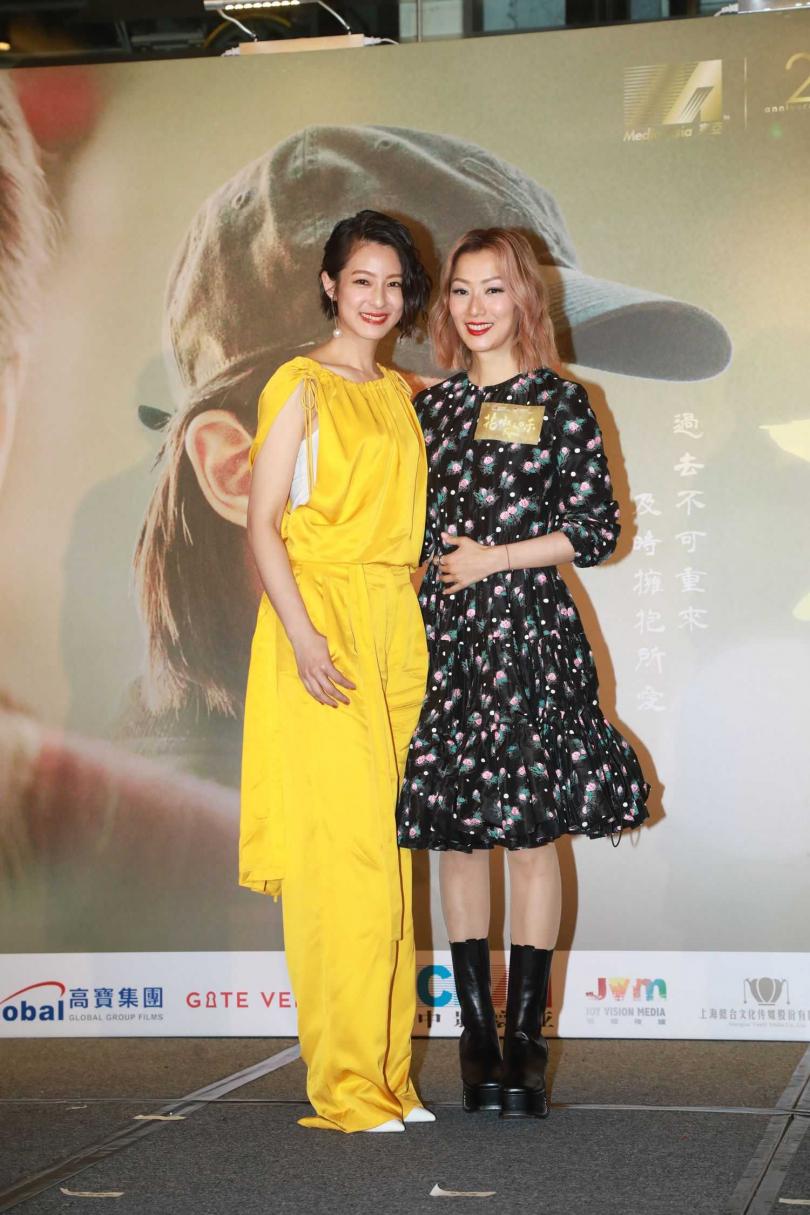 鄭秀文(右)和賴雅妍因拍攝電影《花椒之味》有了好交情,兩人也雙雙入圍金像獎。(圖/華映提供)