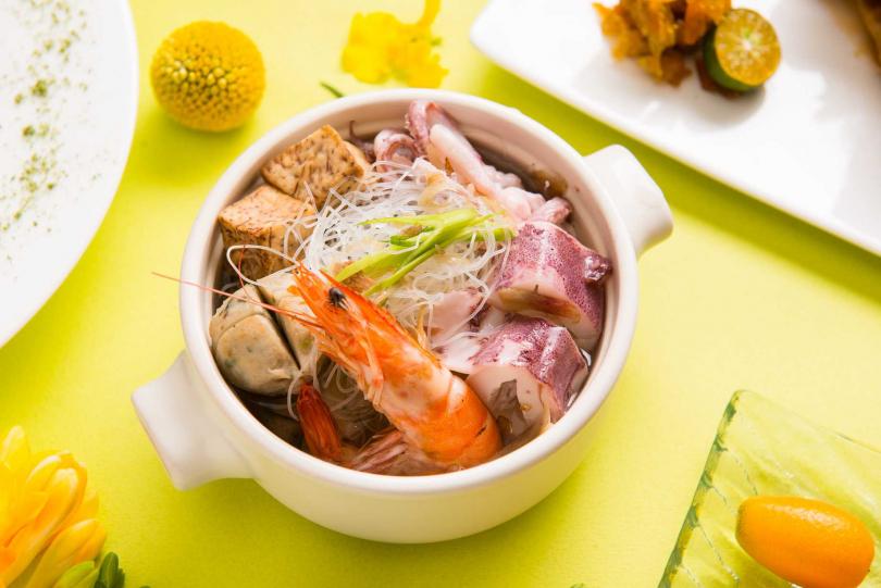 大溪漁港海鮮米粉湯。(圖/礁溪寒沐酒店提供)