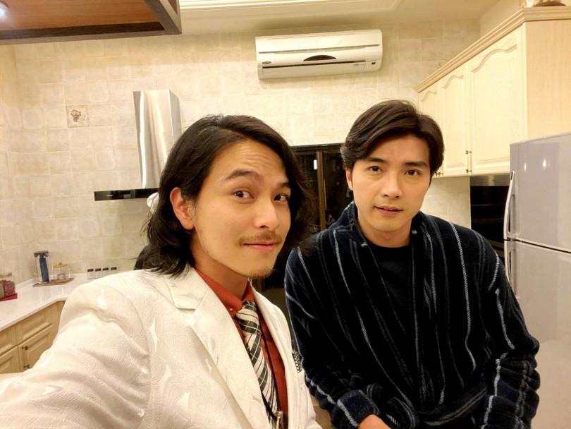 賀軍翔與楊銘威正在趕拍三立新戲《天巡者》。(圖/三立)