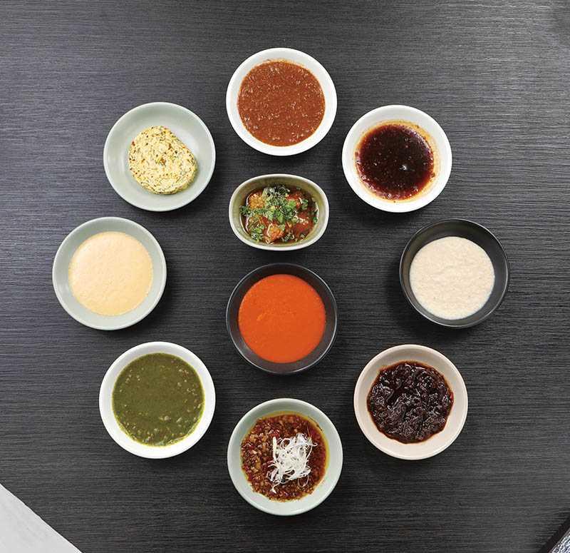 調製了10種風味醬汁的Wildwood,讓客人自由搭配喜歡的沾醬。(每種80元)(圖/于魯光)