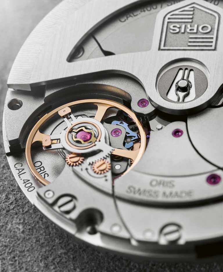 ORIS「Calibre 400」全新自製機芯,備有瞬間換日、精準計時及停秒裝置;具高抗磁能力,可儲存120小時動力。(圖╱ORIS提供)