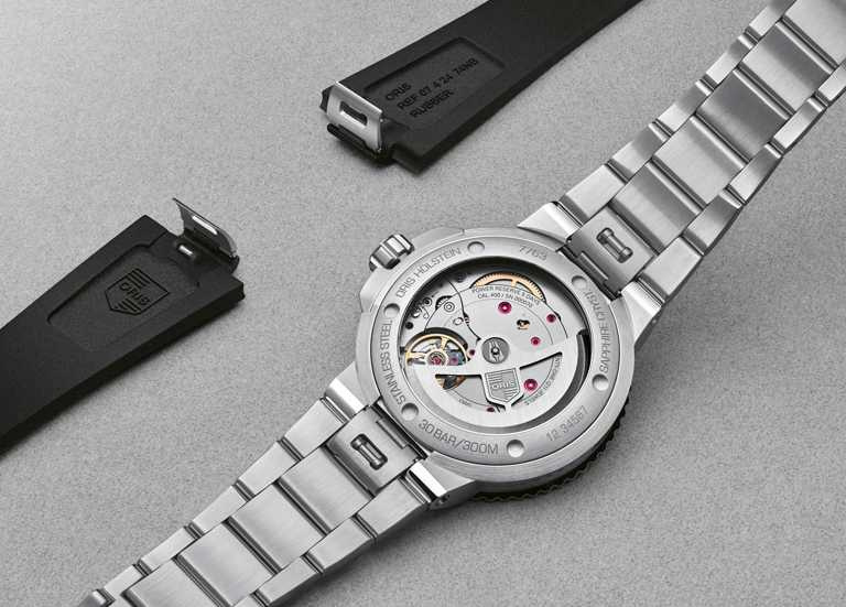 ORIS「Aquis Calibre 400」日期錶,搭配快拆式錶帶,可更換不鏽鋼鍊帶或黑色橡膠錶帶。(圖╱ORIS提供)