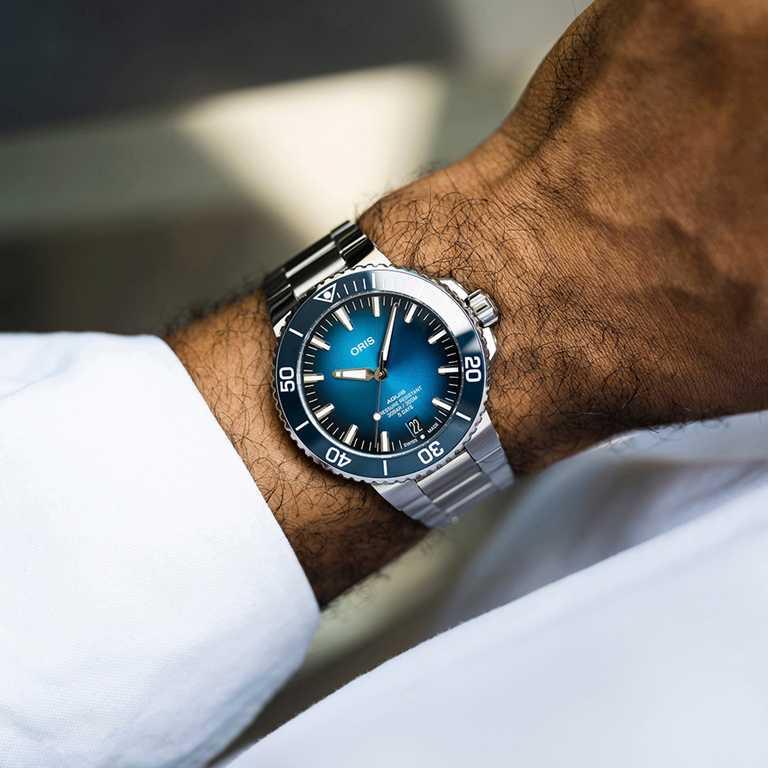 ORIS「Aquis Calibre 400」日期錶,不鏽鋼錶殼,43.5mm╱95,000元。(圖╱ORIS提供)