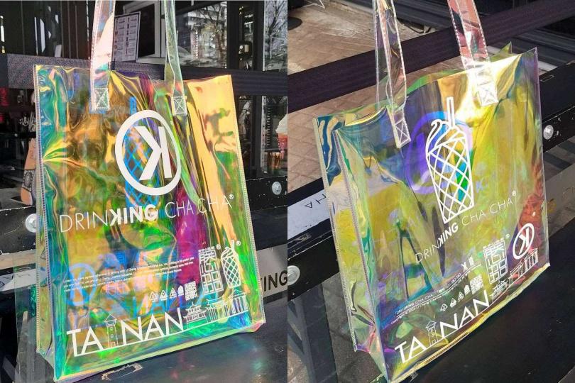 業者推出「買800送800」的活動,消費滿800就送價值800元的隱藏版消光白圖案幻彩購物袋。(圖片提供:台南好Food遊)
