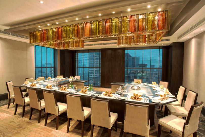 來金典鐵板燒用餐,可以清楚眺望到台中市的美景。