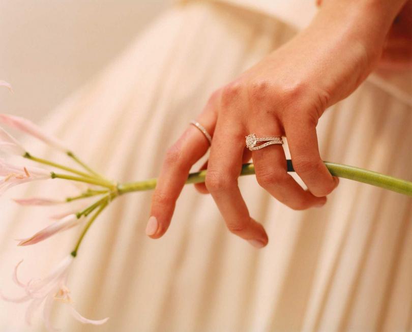 人們誠摯的感情、回憶與心照不宣的默契,都蘊藏於一顆天然鑽石中。