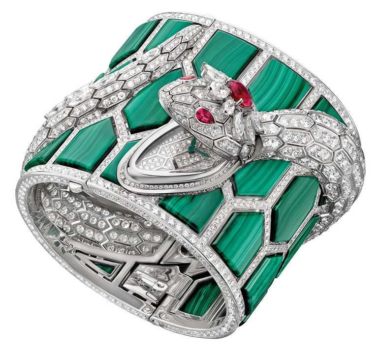 BVLGARI「Serpenti Misteriosi」頂級孔雀石珠寶神秘鑽錶╱13,003,000元。(圖╱BVLGARI提供)