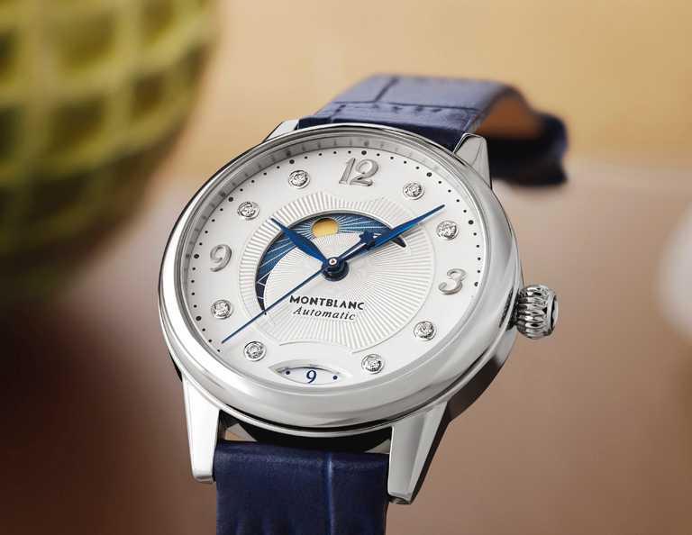 MONTBLANC「Bohème寶曦」系列日夜顯示腕錶,34mm,精鋼錶殼,藍色小牛皮錶帶,MB 24.20型自動上鏈機芯╱113,800元。(圖╱MONTBLANC提供)