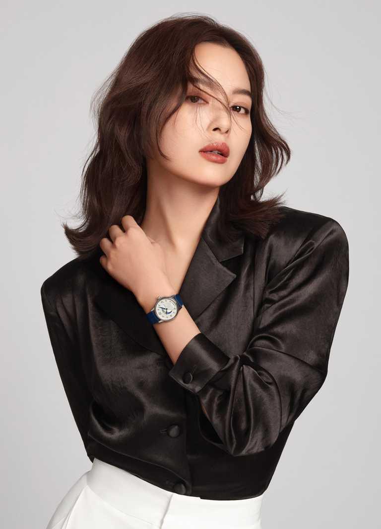 實力派演員辛芷蕾,優雅演繹萬寶龍全新「Bohème寶曦」系列日夜顯示腕錶,展現女性自信風情。(圖╱MONTBLANC提供)