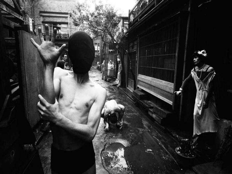 威廉‧克萊因街頭主題攝影展「GINZA 1961」。(圖/©William Klein, Tokyo 1961)