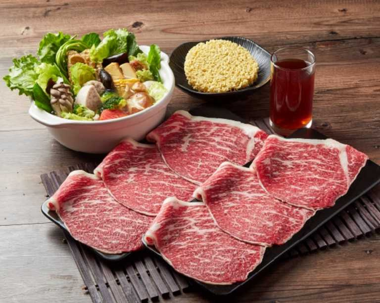「王品」品牌涵蓋面廣,料理選擇多元,圖為王品和牛涮推出的「極上和牛生鮮鍋」。