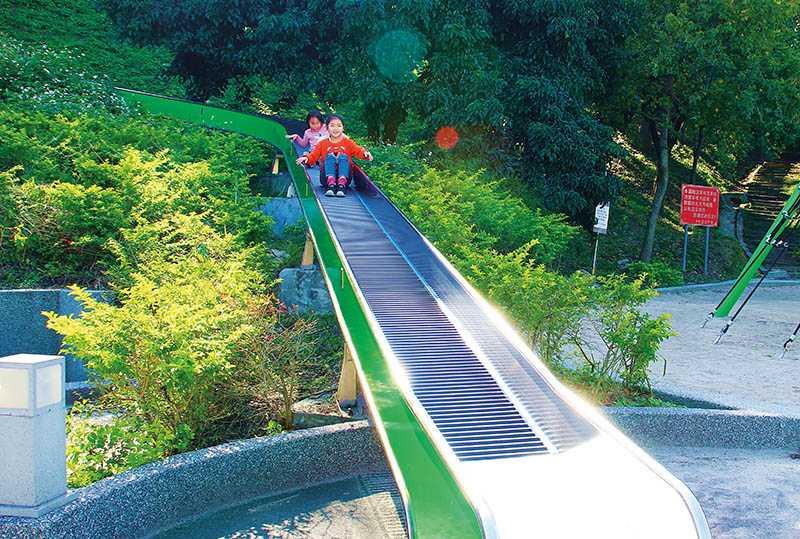 錦和運動公園有台灣首見的滾輪溜滑梯,長達28米。(圖/楊麗雯攝影)