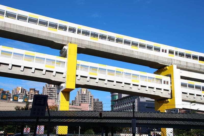 中和段採用雙層高架軌道,中和站是台灣首座高架疊式月台。(圖/本刊攝影組)