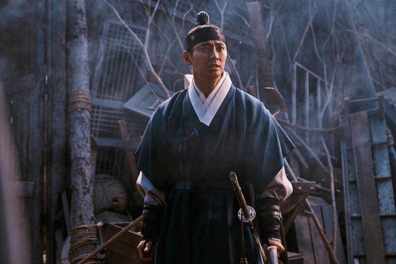 朱智勛飾演的王世子不但要對付喪屍,還要與渴望權力的領議政抗衡。(圖/Netflix提供)