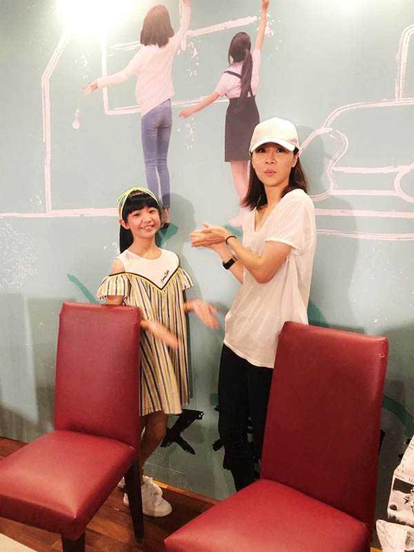 吳以涵和謝盈萱在《俗女養成記》分別飾演童年及成年時期的陳嘉玲,吳以涵的表現不輸給大人。(圖/報系資料照)