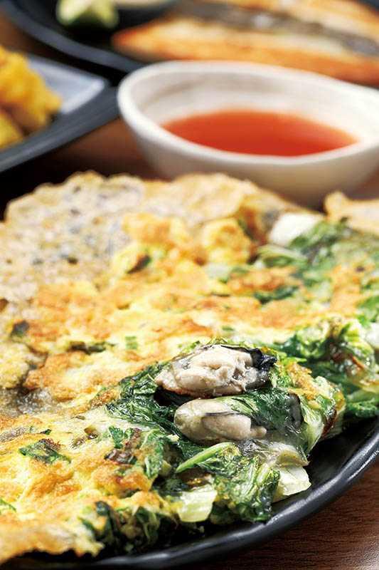潭記的「蚵仔煎」皮特別酥脆,伴隨肥美的蚵仔一起入口,味蕾好滿足。(70元)(圖/于魯光攝)