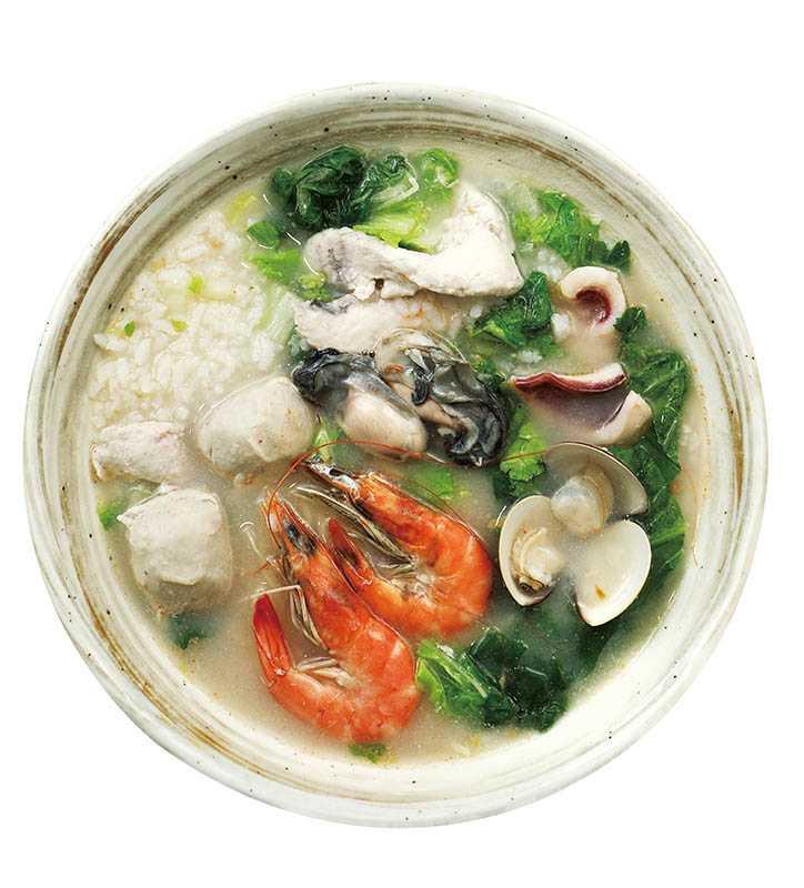 料多味美的「元氣海鮮粥」,搭配熬煮6小時的湯頭,吃了就元氣滿滿。(180元)(圖/于魯光攝)