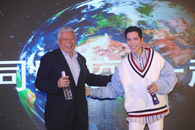 老蕭才和旺旺集團董事長蔡衍明一同出席《雨神x水神 公益記者會》,擔任水神公益大使。(圖/施岳呈攝)