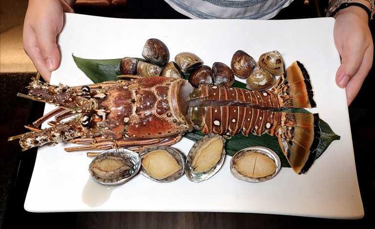 原價1,380元的「貝里斯加勒比海巨大龍蝦」,如今只要事先預訂,就能以380元超低價享用,十分划算。