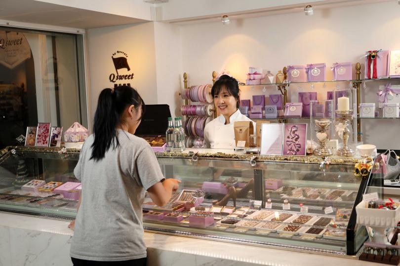 「Q sweet精品甜點」的空間小巧,吸引很多女生前來光顧。