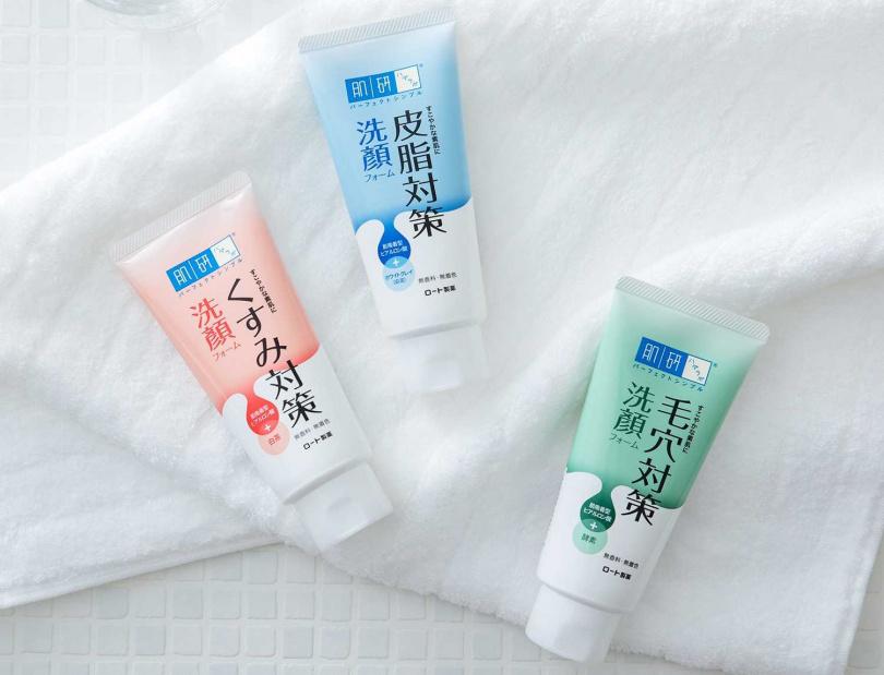 由日本樂敦特別針對台灣氣候和消費者膚質量身打造的「肌研洗顏對策系列」,以白泥、白茶及酵素等多種美肌成分搭配上吸附型玻尿酸,不僅能零死角徹底潔淨髒汙,洗後肌膚更清透光滑不緊繃。(圖/品牌提供)