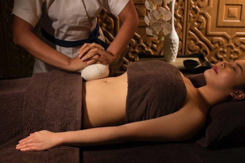 泰國的「137 柱府套房酒店」提供舒適的熱療服務。
