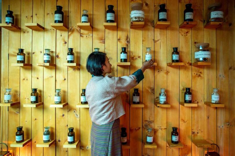到「不丹休憩酒店」可以認識各種草藥。