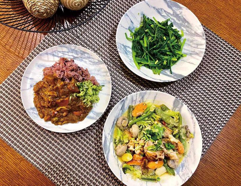 較擅長西式料理的李明川,在開放網友點菜後,發展出不少中西合璧的菜色。(圖/翻攝自李明川臉書)