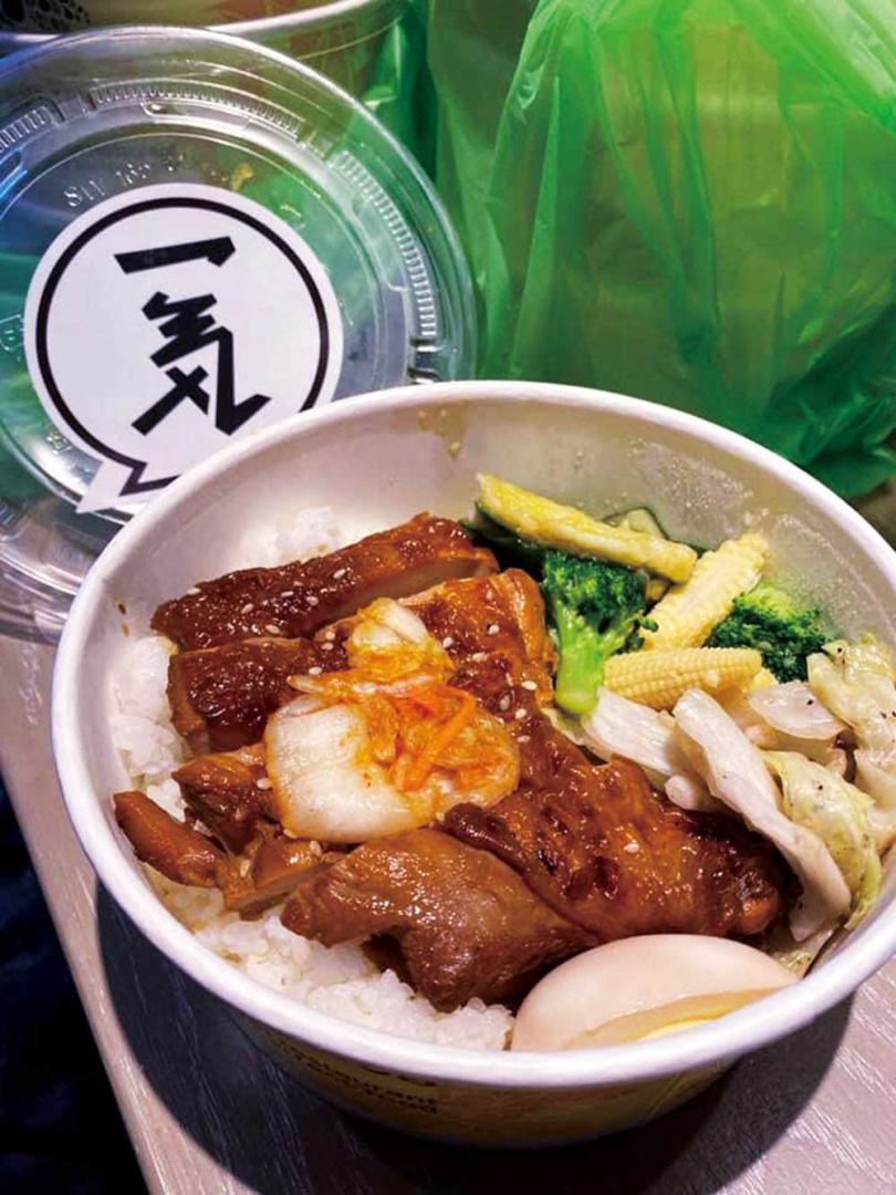 陳布朗將餐廳的菜色轉變成餐盒,讓顧客在家也能享受到好滋味。(圖/翻攝自陳布朗臉書)
