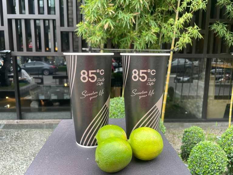 檸檬多多選用高雄及屏東契作農的綠檸檬汁,入口酸甜解膩。