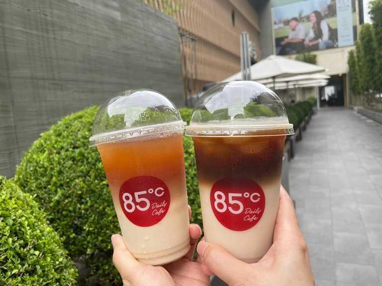 即日起,燕麥奶拿鐵和燕麥奶紅茶則推出任選第二杯半價的優惠。