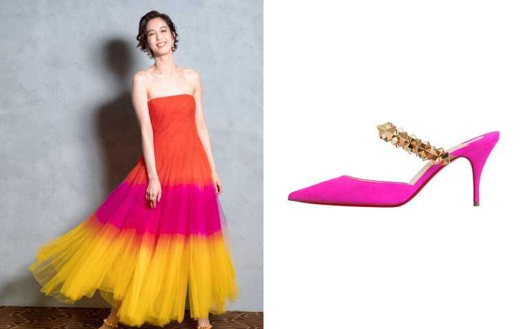 Christian Louboutin Planet Choc亮粉色金屬裝飾穆勒高跟鞋搭/23800元。(圖/品牌提供)