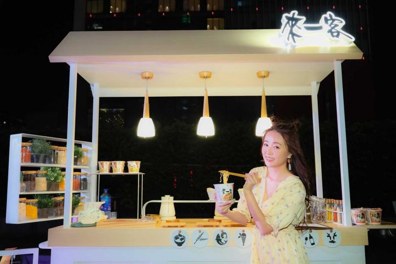 全台獨有的愛情餐車,結合霞海城隍廟平安姻緣茶打造七夕限定款。