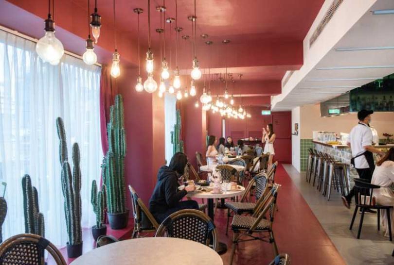 店景-粉紅色系的空間設計,讓民眾吃飽喝足之餘也能拍好拍滿。