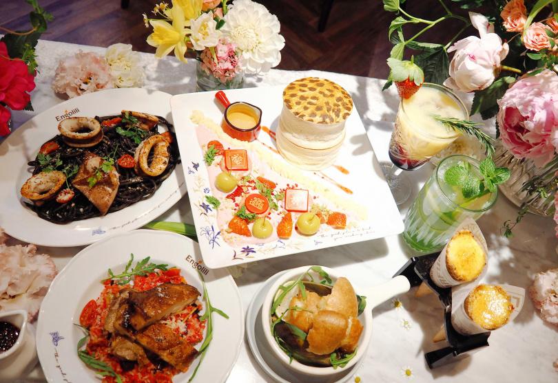 春節套餐包括「黑色幽墨燒烤魷魚義大利麵」、「蘿勒貽貝」,還有季節限定的「英式豹紋厚鬆餅」草莓奶酪口味等餐點。(1,188元,圖/魏妤靜攝)