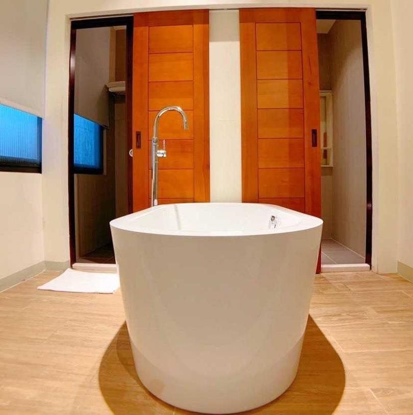 小露台浴缸大雙人房。