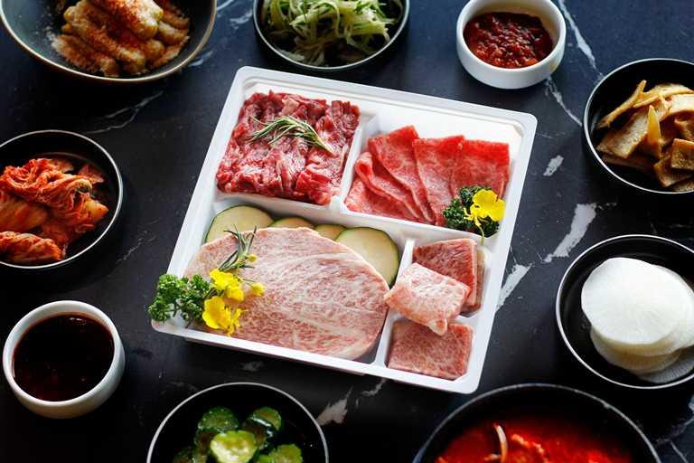 「日本A5和牛生菜包肉組」選用日本宮崎、熊本的A5和牛。