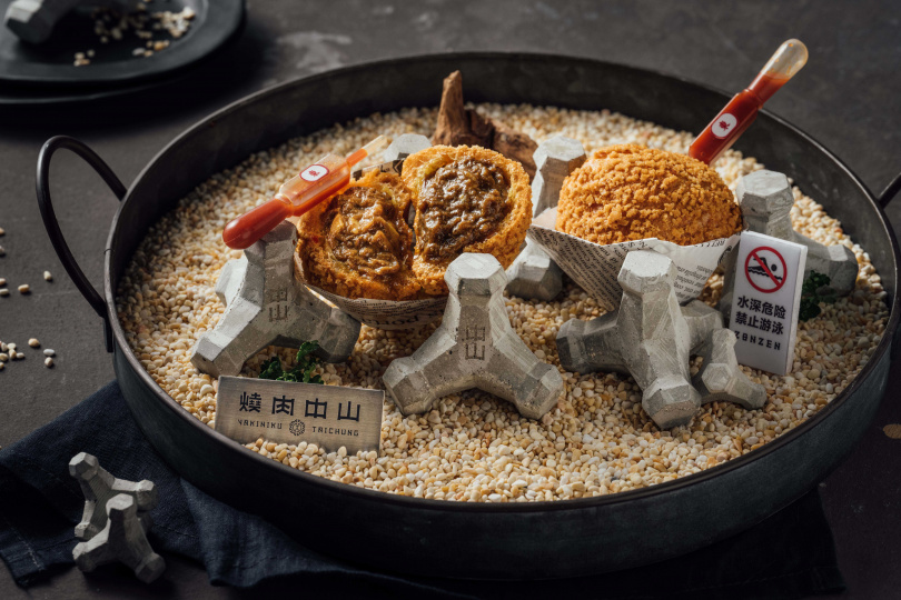 富有辣醬吸管的咖哩泡芙,是「Taichung 台中」套餐中的最大賣點。