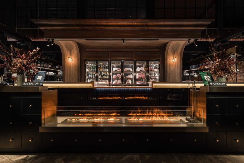 「燒肉中山」特別訂製了恆溫肉品展示櫃,就是希望顧客吃得安心!