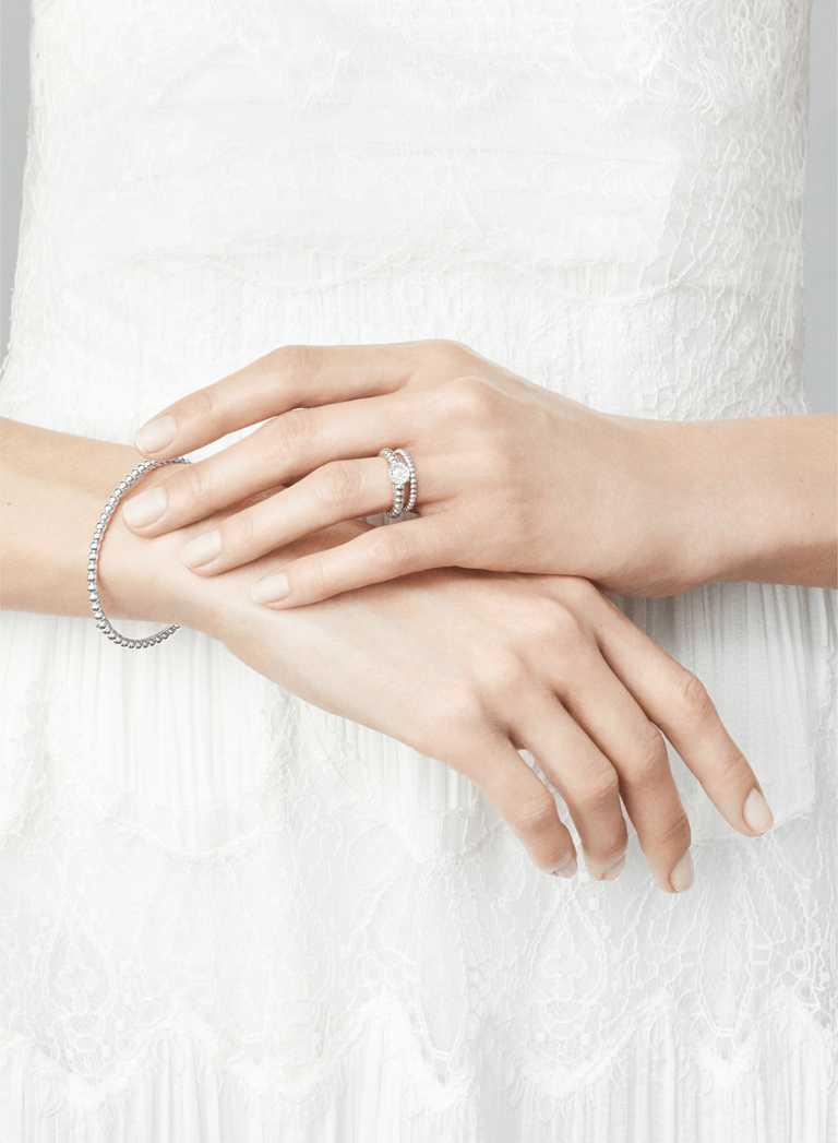 Van Cleef & Arpels「Bridal系列」Perlée單顆鑽石戒指╱133,000元。(圖╱VCA提供)