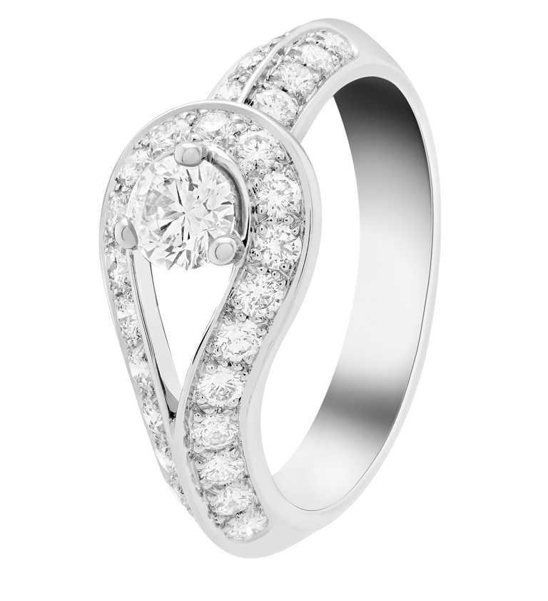 Van Cleef & Arpels「Bridal系列」Couture單顆鑽石戒指╱208,000元。(圖╱VCA提供)