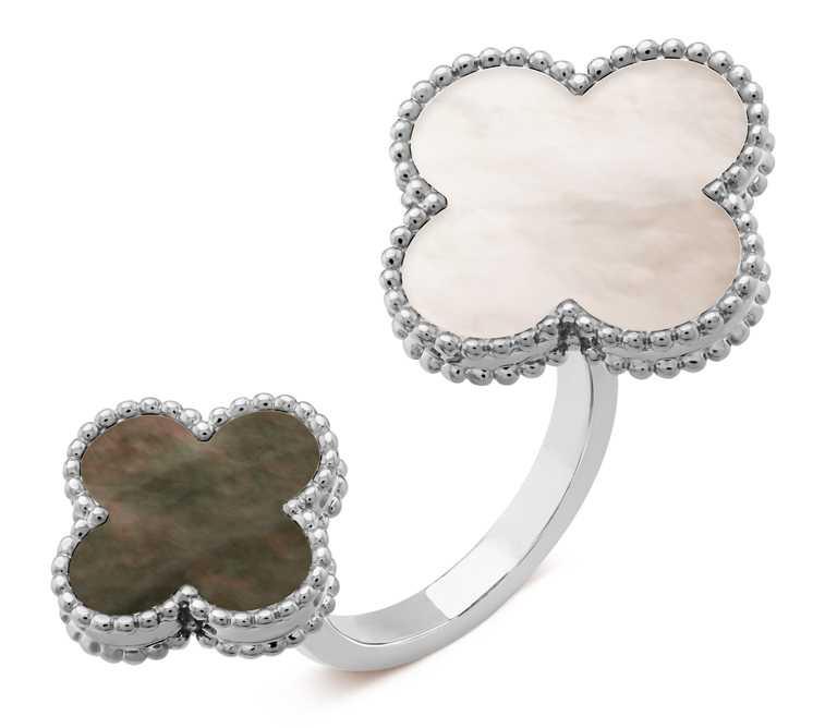 Van Cleef & Arpels「Magic Alhambra系列」白K金白色及灰色珍珠母貝指間戒╱197,000元。(圖╱Van Cleef & Arpels提供)