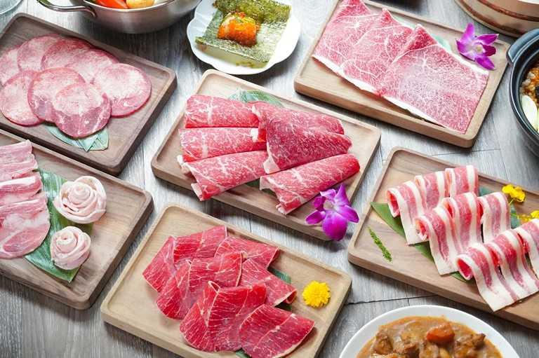 店內提供多達12種國際認證肉品與和牛。