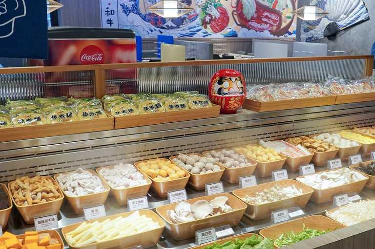 自助吧多達55種以上的日式手工鍋物輪番上架。