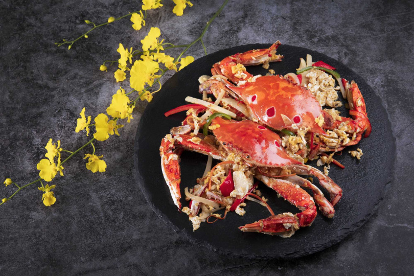 濃濃台式風情的「台式洋蔥桂花蟹」以高溫油炸鎖住鮮甜海味。