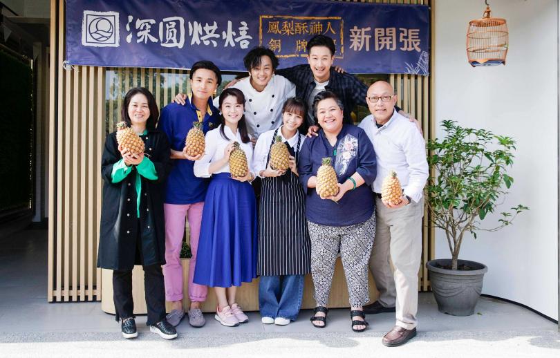 《我的婆婆怎麼那麼可愛》演員群,及導演鄧安寧、製作人陳慧玲。(圖/公視提供)