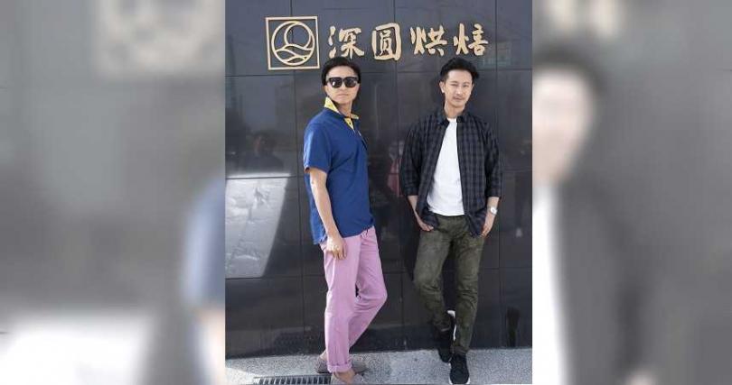 王少偉、Darren劇中要對著牆壁撒尿。(圖/公視提供)