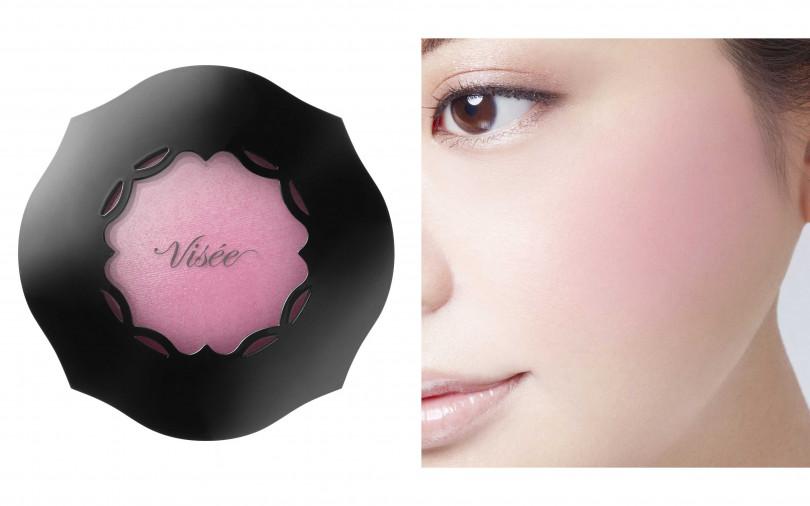 Visée輕霧渲染頰彩 #PK822 5g/450元  具透明感的澄淨紅潤感,有如從肌膚透出般的自然紅潤頰彩。(圖/品牌提供)