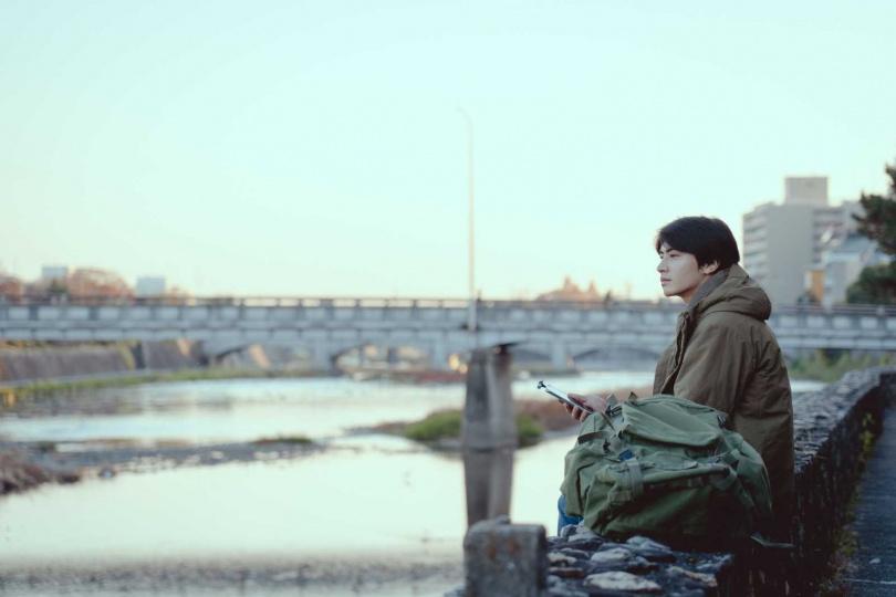 宋柏緯飾演堅信人都孤獨的丁志明。(圖/華視)