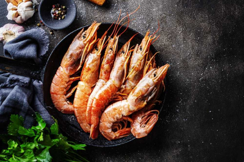 澎湖海域成長的野生明蝦。(圖/慕軒飯店提供)